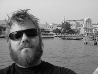 Звезда сериала «Чудаки» погиб в автокатастрофе