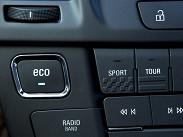 """Все версии с механической трансмиссией теперь оснащаются системой Start/Stop, которая глушит двигатель при остановке. Отключить немного нервную систему можно кнопкой """"Есо"""" на панели приборов."""