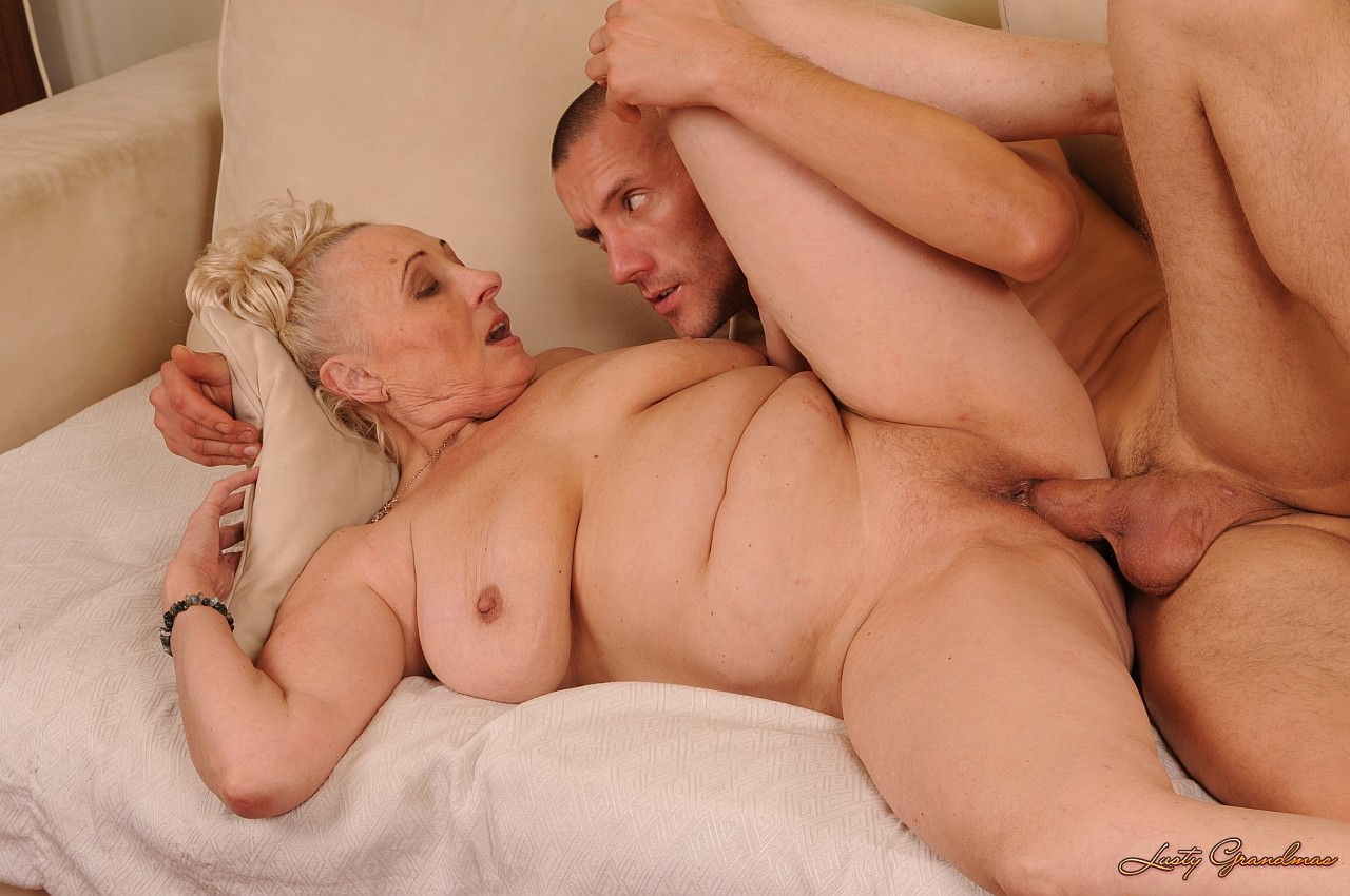 Hot nude moms hardcore with sons sexy image