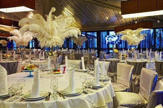 Ресторан Времена года - фотография 14 - Большой зал. Банкетная расстановка.