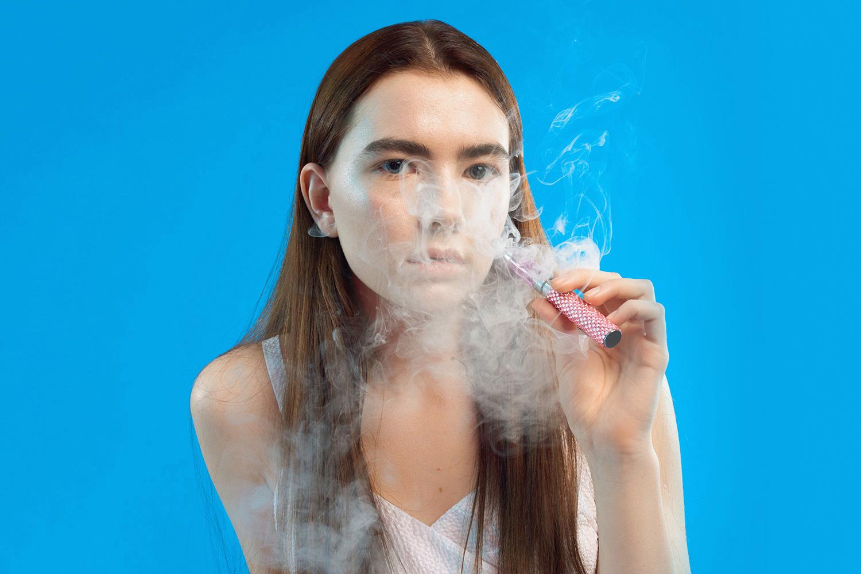 Помимо электронных сигарет есть еще и электронные кальяны с ароматизированным паром. Внешне они часто напоминают наконечники аналоговых восточных кальянов — так, Diamonds тоже украшены бисером и стразами