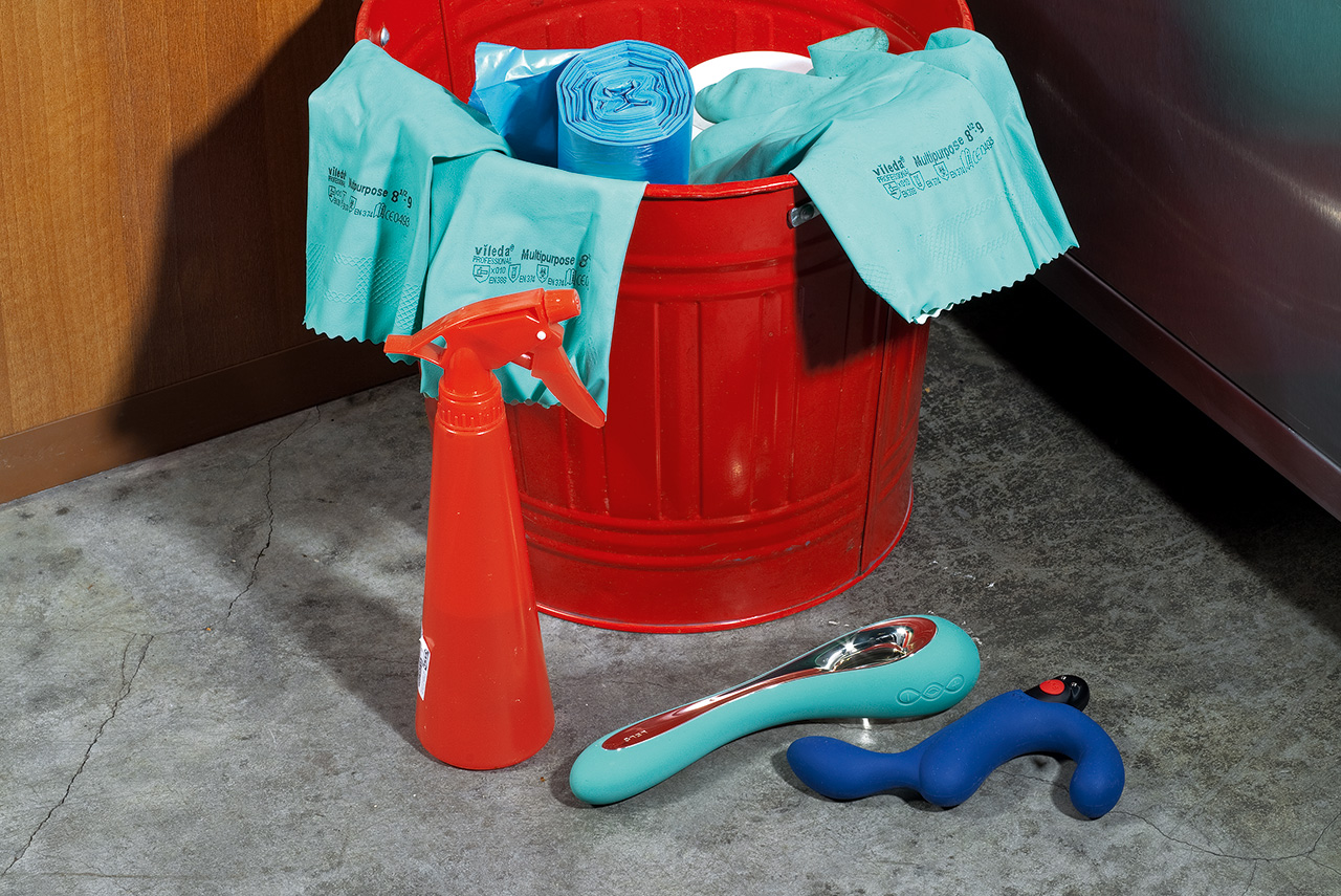Те самые дизайнерские секс-игрушки из бархатистого медицинского силикона: вибратор Lelo Isla (6999 р.) и анальный стимулятор Fun Factory Duke (3390 р.)