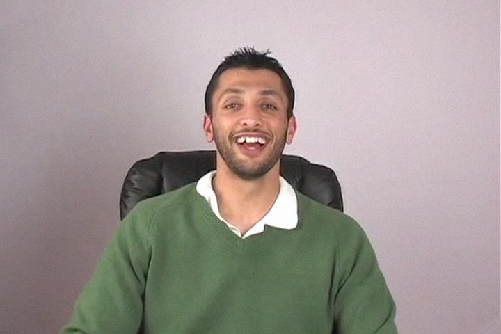 Зрители любят Бабу Али не только за умение корчить рожи — в самом популярном видео он без тени ерничества говорит о своей вере