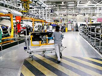 Peugeot-Citroen и Mitsubishi останавливают производство в России