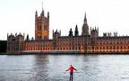 Британский иллюзионист прогулялся по воде