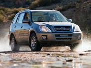 CheryTiggo -- китайская «интерпретация» кроссовера Toyota RAV4 второго поколения. Сейчас модель продается только в одной комплектации с бензиновым двухлитровым четырехцилиндровым 136-сильным двигателем и пятиступенчатой механической коробкой передач. Цена – 645 000 рублей. Остальные модификации с 1,8-литровым двигателем отданы на откуп ТагАЗу, который производит этот кроссовер под брендом Vortex.