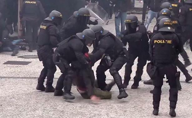 Карантин, столкновения сполицией и«ковидный отель»: какЕвропа переживает пандемию