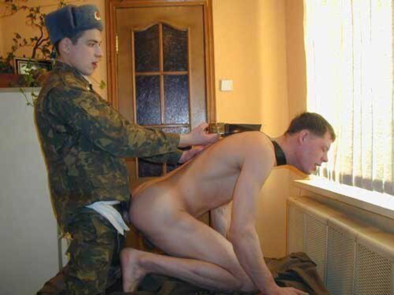 Солдаты разводят на секс
