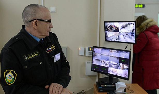 Полиция проводит инструктаж охранников школ Подмосковья перед учебным годом