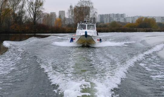 НаМоскве-реке появилось пятно