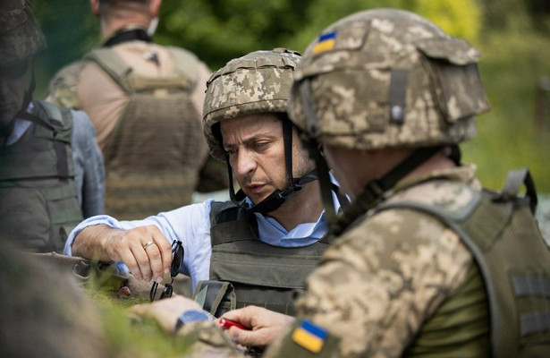 Зеленский поручил найти виновных вгибели военных вДонбассе
