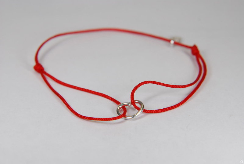 Красный шнурок на запястье купить москва