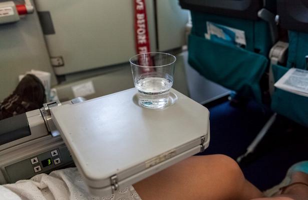 Почему нельзя пить воду изстаканчиков всамолете