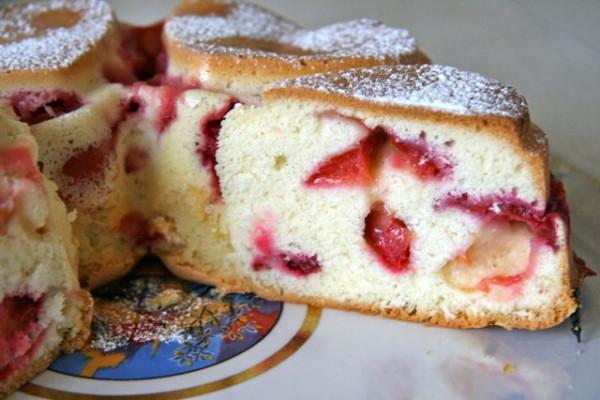 бисквитный пирог с сливами рецепт с фото