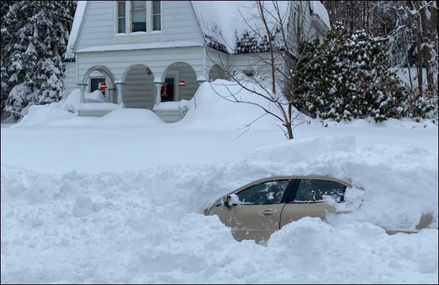 Автомобиль Эдинсона Кавани завалило снегом