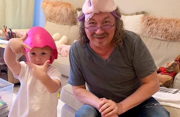 5-летняя дочь Игоря Николаева умилила Сеть просьбой кДеду Морозу
