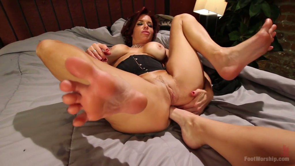 Mature hairy snatch