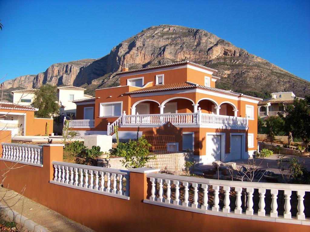 Bravos Estate - Недвижимость в Испании