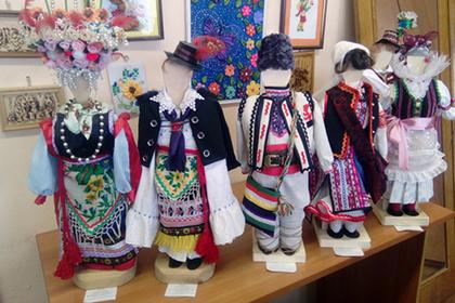 Красноярские школьницы создали коллекцию нарядов более станародов мира