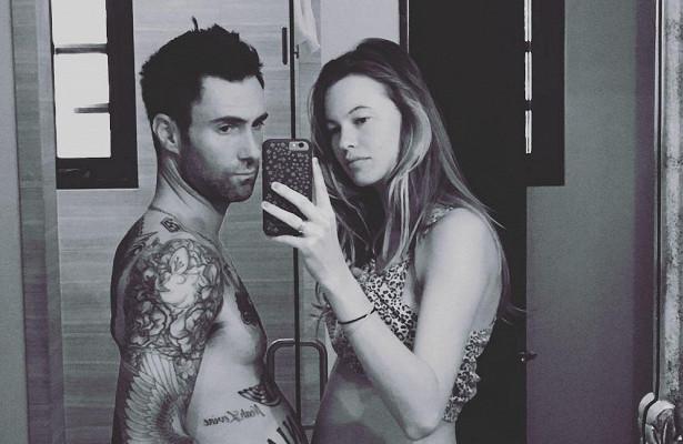 Солист Maroon 5Адам Левин раскрыл полбудущего ребенка