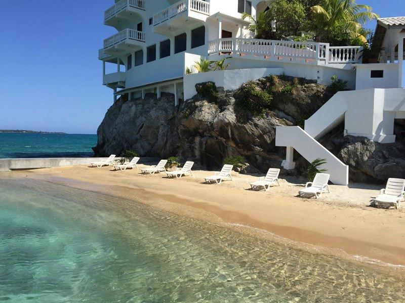 Отель в остров Скала на берегу моря