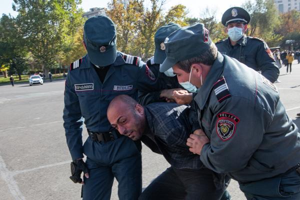 Экс-глава СНБАрмении призвал отказываться отпредлагаемых Пашиняном должностей
