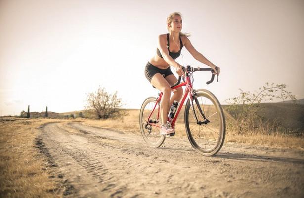 Женщины запустили тренд на«голые» велосипедки