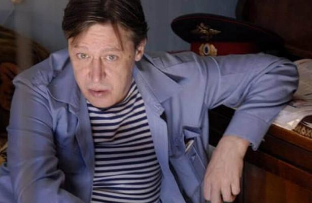 Адвокаты потеряли Михаила Ефремова попути вколонию. Ихвысмеяли вОНК