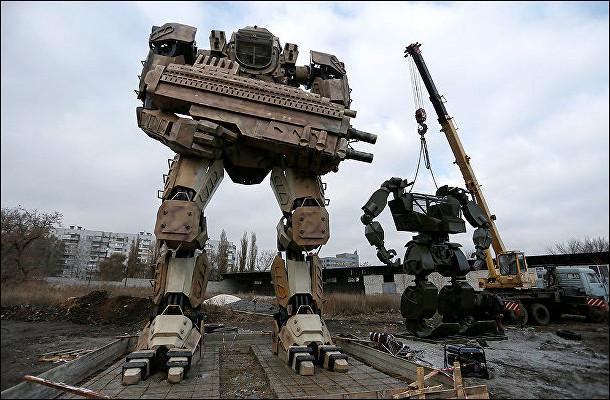 ВДонецке собирают гигантских роботов