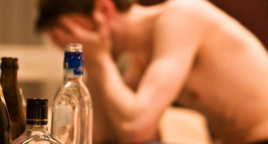 Как вывести человека из запоя пьющего больше месяца