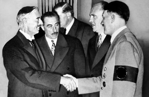 Поему Гитлер повесил вкабинете портрет Форда