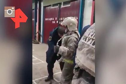 Российские пожарные потушили пожар приминус 54наулице ипокрылись льдом
