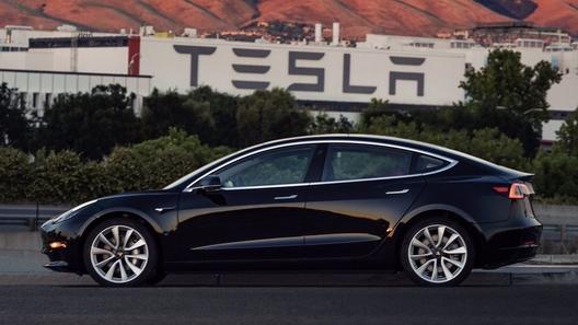 Электрическая Tesla Model 3поступила воткрытую продажу