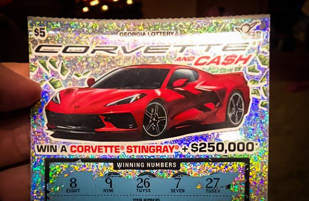 Победитель лотереи неможет забрать удилера выигранный Chevrolet Corvette