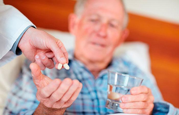 Как лечить от алкоголизма пожилого человека