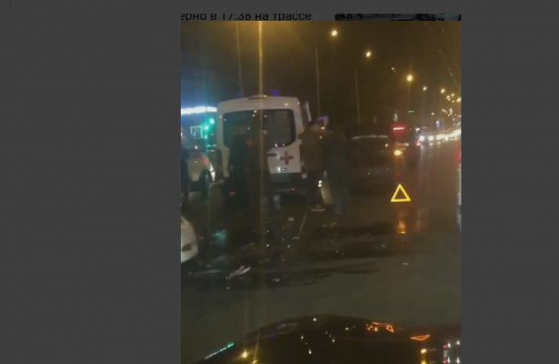 ВКраснодаре автомобиль Кiaспровоцировал крупное ДТПвозле ТРЦ«Галерея»