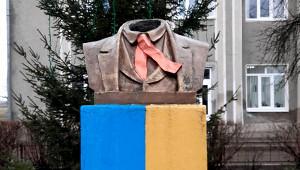 Памятнику Тарасу Шевченко «отрезали» голову наУкраине