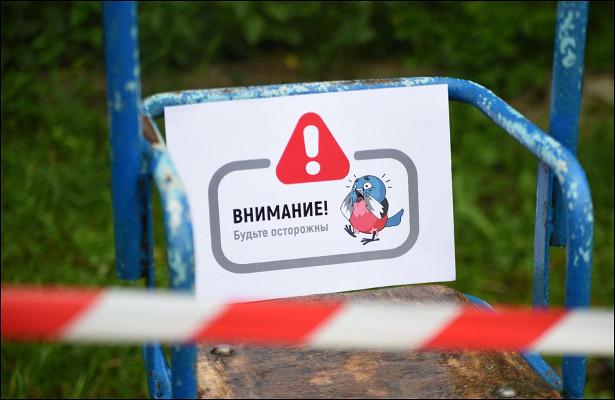 Сигнальные ленты «украсили» детскую площадку водворе дома наул. Пролетарской