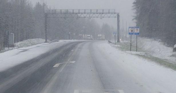 ВКарелии ухудшилась дорожная обстановка: насевере— снег, наюге— дождь