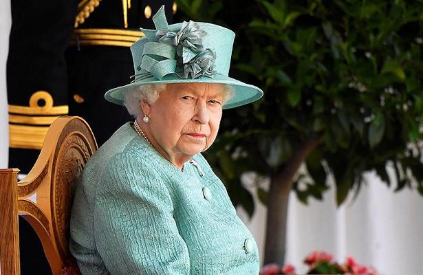 Елизавету IIуличили всокрытии богатств