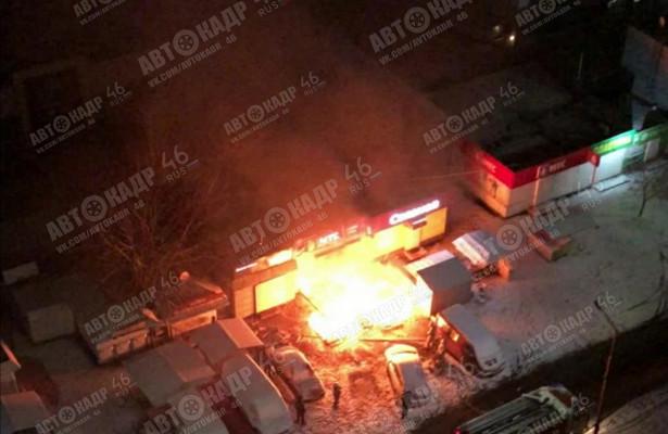 ВКурской области ночной пожар повредил двасалона связи иавтомобиль