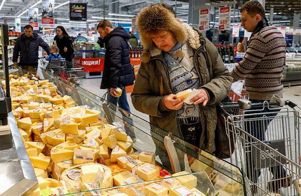 Спрос назаменители сыра вырос из-западения доходов россиян