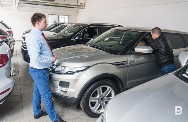 Ослабленный рубль взвинтил цены наавтомобили вРоссии