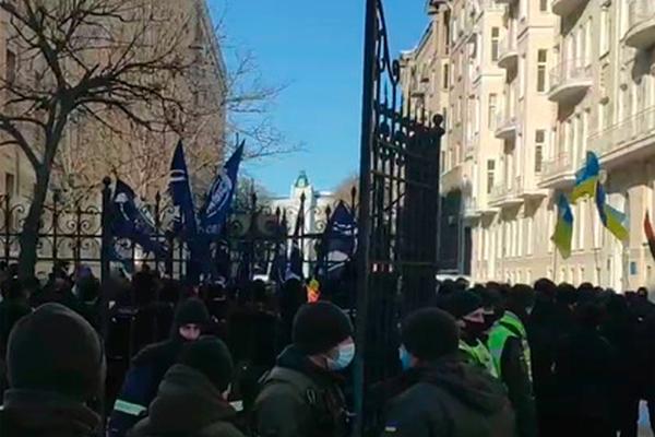 Националисты пришли кофису Зеленского