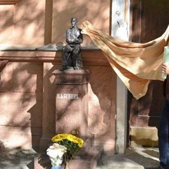 ВОдессе открыли памятник Ивану Бунину