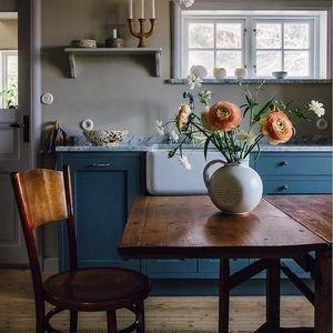 Винтажная мебель иботанические принты: домик вШвеции