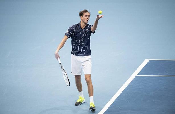 Медведев проиграл вчетвертьфинале турнира вВене