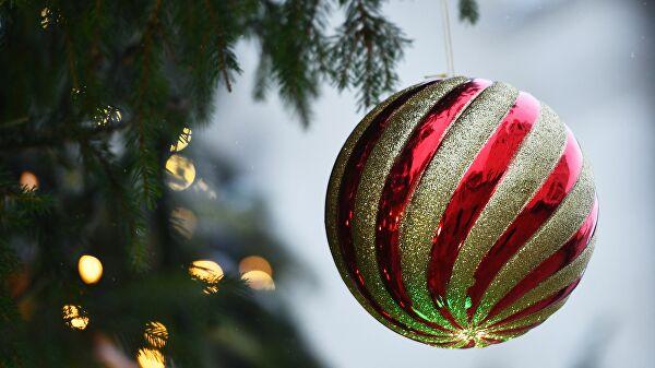 Пандемия коронавируса срывает новогодние праздники