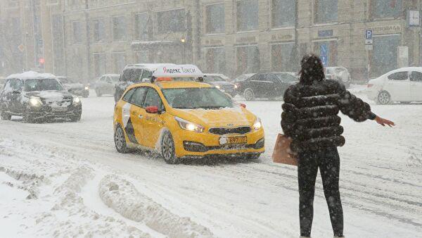 Агрегаторы такси подняли цены из-заснегопада вМоскве в3раза