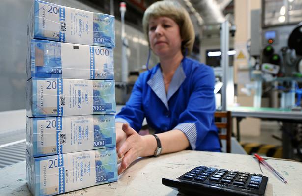 Россияне массово «спасают» деньги